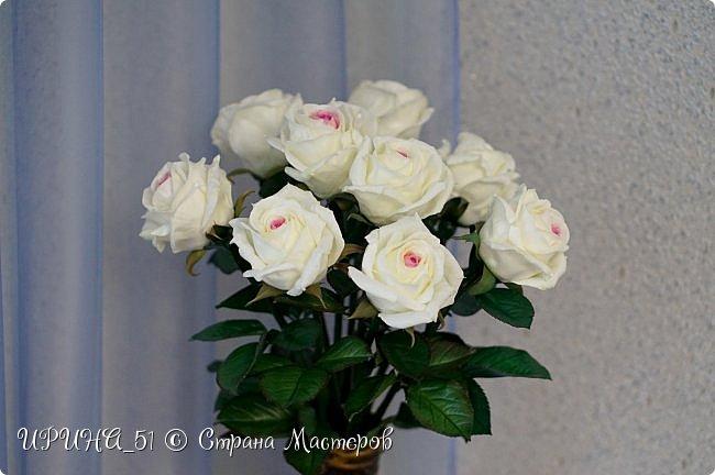 Здравствуйте! Сегодня я с букетом роз. Цветы выполнены из зефирного фома.  Приглашаю к просмотру.  фото 14