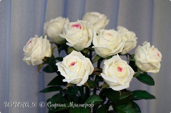 Здравствуйте! Сегодня я с букетом роз. Цветы выполнены из зефирного фома.  Приглашаю к просмотру.  фото 15