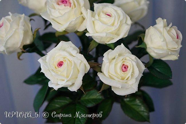 Здравствуйте! Сегодня я с букетом роз. Цветы выполнены из зефирного фома.  Приглашаю к просмотру.  фото 6