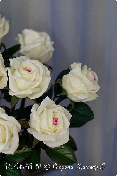 Здравствуйте! Сегодня я с букетом роз. Цветы выполнены из зефирного фома.  Приглашаю к просмотру.  фото 16