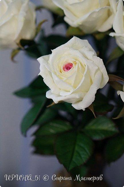 Здравствуйте! Сегодня я с букетом роз. Цветы выполнены из зефирного фома.  Приглашаю к просмотру.  фото 10