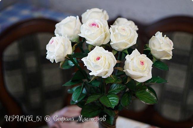 Здравствуйте! Сегодня я с букетом роз. Цветы выполнены из зефирного фома.  Приглашаю к просмотру.  фото 11