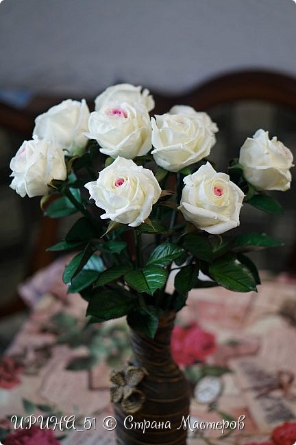 Здравствуйте! Сегодня я с букетом роз. Цветы выполнены из зефирного фома.  Приглашаю к просмотру.  фото 5
