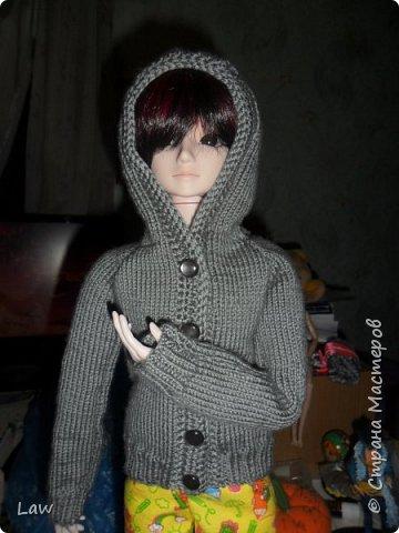 и снова одежда  для Широ. на этот раз вязанная кофта с капюшоном. по немного одеваю своих кукол))). их много а я одна. поэтому все не очень быстро.... фото 1