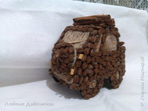 машина из кофейных зерен украшенная пряностями фото 2
