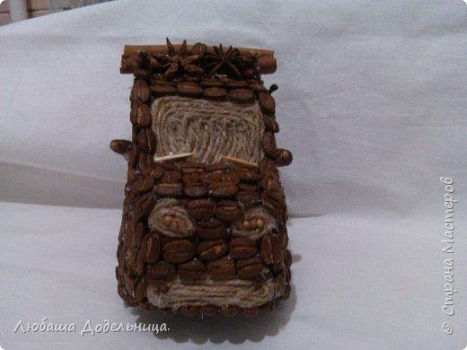 машина из кофейных зерен украшенная пряностями фото 3