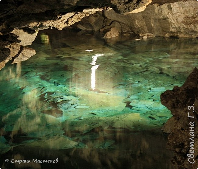 Доброго всем времени суток! Хочу рассказать  вам про интересную экскурсию,совершённую мною и моей подружкой в Кунгурскую ледяную пещеру. Кунгурская пещера – одна из самых известных достопримечательностей Урала,она из крупнейших карстовых пещер России, является уникальным природным памятником. Кунгурская ледяная пещера является седьмой по протяженности в мире гипсовой пещерой. По определению исследователей, возраст пещеры составляет 10-12 тысяч лет.  фото 7