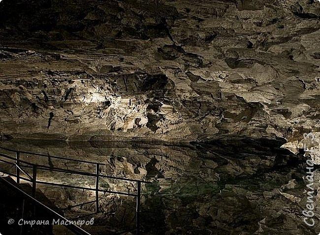 Доброго всем времени суток! Хочу рассказать  вам про интересную экскурсию,совершённую мною и моей подружкой в Кунгурскую ледяную пещеру. Кунгурская пещера – одна из самых известных достопримечательностей Урала,она из крупнейших карстовых пещер России, является уникальным природным памятником. Кунгурская ледяная пещера является седьмой по протяженности в мире гипсовой пещерой. По определению исследователей, возраст пещеры составляет 10-12 тысяч лет.  фото 8
