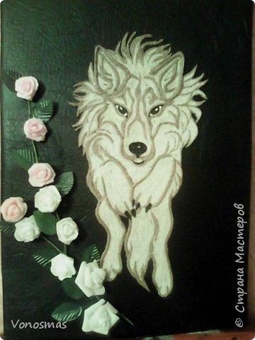 Салют мастера!! нужна ваша помащь  Сделал волка и розы из остатков фома, посоветуйте как еще можно Задекорировать панно. фото 1