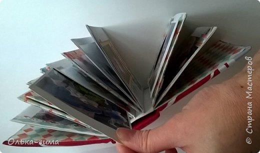 Доброго всем дня!  Как-то вечером я наткнулась на кучу конвертов, которые были долгое время не востребованы. И тут я начала искать, планировать, что можно с ними сотворить. В интернете наткнулась на МК Аиды https://www.youtube.com/watch?v=oAvUSNWWf4A и на основе её МК сделала свой альбомчик. Размеры 12х13,5х6 см. Обложка тканевая. Надпись распечатка из интернета. Этот мини-альбом про то как моя семья ездила к бабушке в деревню.  фото 6