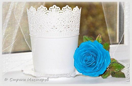 Роза выполнена из зефирного фоамирана голубого цвета, без тонировки. фото 6