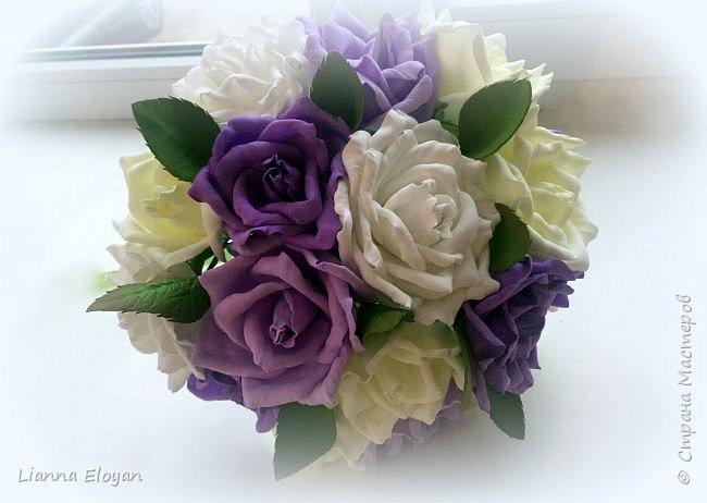 Здравствуй Страна! Хочу представить вам мой первый свадебный букет из фоамирана.Что-то не хватает и мне очееень нужно ваш совет.Стебель  букета буду потом украсить наверно с кружевом и бусинками.Не знаю может листики здесь лишние или розы надо было сделать поменьше размером?Что посоветуйте?  фото 11