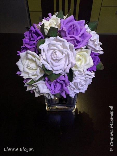 Здравствуй Страна! Хочу представить вам мой первый свадебный букет из фоамирана.Что-то не хватает и мне очееень нужно ваш совет.Стебель  букета буду потом украсить наверно с кружевом и бусинками.Не знаю может листики здесь лишние или розы надо было сделать поменьше размером?Что посоветуйте?  фото 12
