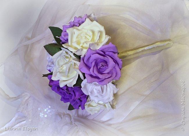 Здравствуй Страна! Хочу представить вам мой первый свадебный букет из фоамирана.Что-то не хватает и мне очееень нужно ваш совет.Стебель  букета буду потом украсить наверно с кружевом и бусинками.Не знаю может листики здесь лишние или розы надо было сделать поменьше размером?Что посоветуйте?  фото 2