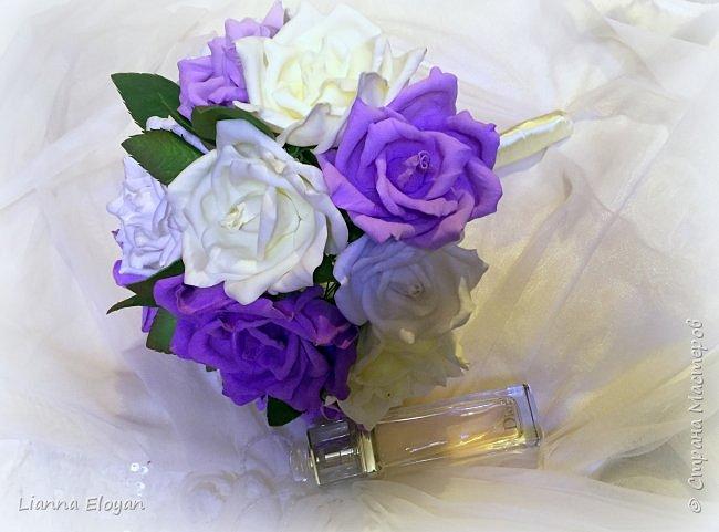 Здравствуй Страна! Хочу представить вам мой первый свадебный букет из фоамирана.Что-то не хватает и мне очееень нужно ваш совет.Стебель  букета буду потом украсить наверно с кружевом и бусинками.Не знаю может листики здесь лишние или розы надо было сделать поменьше размером?Что посоветуйте?  фото 5