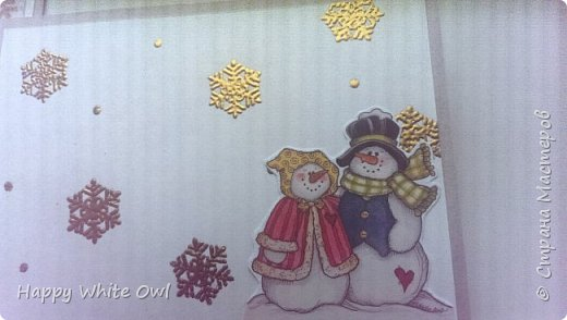 Здравствуйте, друзья!  Продолжаем новогоднюю тему. Эту открыточку я сделала несколько недель назад, но никак не могла её выложить, т.к. камера на моем телефоне ужасная и сильно искажает цвет. Я очень долго билась, чтобы сделать хорошие фотографии, но так и ничего не получилось(( Поэтому выкладываю так.  Для работы использовала бумагу Винтажная  зима от Фабрики Декору, а также их пудру для эмбоссинга Золотое зеркало. Про пудру писала здесь http://happywhiteowl.blogspot.ru/2016/10/blog-post_10.html#links, заглядывайте если интересно. За основу брала бумагу от Palazzo.   фото 5