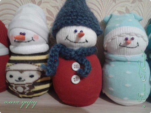 Снеговики из носков фото 6
