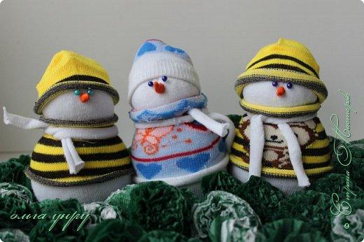 Снеговики из носков фото 3