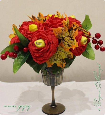 Использовала пенопласт, как основу, пластиковый бокал, листочки и ягоды купила, цветы сама сделала. фото 4