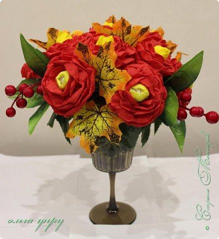 Использовала пенопласт, как основу, пластиковый бокал, листочки и ягоды купила, цветы сама сделала. фото 1