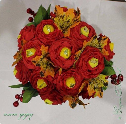 Использовала пенопласт, как основу, пластиковый бокал, листочки и ягоды купила, цветы сама сделала. фото 2