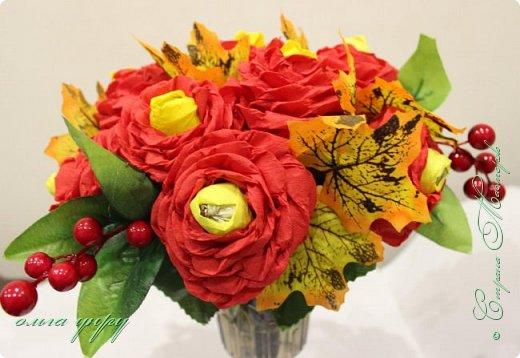 Использовала пенопласт, как основу, пластиковый бокал, листочки и ягоды купила, цветы сама сделала. фото 3