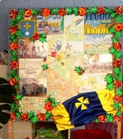 Здравствуйте! По установившейся традиции в  нашем славном курортном городке Миргороде ежегодно проходит выставка цветочных панно и стендов.Тематика всегда разная, но интересная.      В этом году цветочное панно должно было посвящаться 25-летию независимости Украины.В нашем садике долго думали, как воплотить эту идею...Я предложила вариант женщины-украинки в цветочном венке.Всем понравилось.А кто придумал-тот и делает.Спасибо коллеге,она нарисовала женский портрет, а все остальное делала я. фото 13