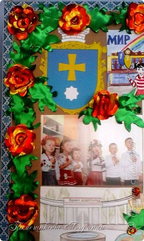 Здравствуйте! По установившейся традиции в  нашем славном курортном городке Миргороде ежегодно проходит выставка цветочных панно и стендов.Тематика всегда разная, но интересная.      В этом году цветочное панно должно было посвящаться 25-летию независимости Украины.В нашем садике долго думали, как воплотить эту идею...Я предложила вариант женщины-украинки в цветочном венке.Всем понравилось.А кто придумал-тот и делает.Спасибо коллеге,она нарисовала женский портрет, а все остальное делала я. фото 14