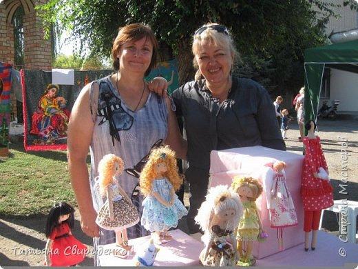 В сентябре состоялась ежегодная выставка-ярмарка ко дню поселка. Я имела честь принять участие в ней впервые со своими любимыми кукляшками. фото 1