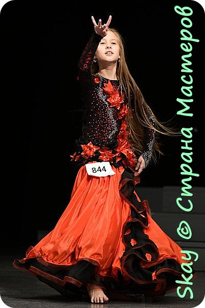 Моя последняя работа - платье в стиле фламенко для belli dance (восточные танцы).