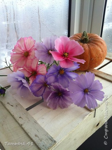 Добрый день, дорогие мастерицы! Выкладываю на ваше обсуждение мои вымученные цветы! Лепила их и занималась самоедством!  Всем была недовольна! И формой и цветом и тд... Но в итого.... понравилось. Фото много..... фото 17
