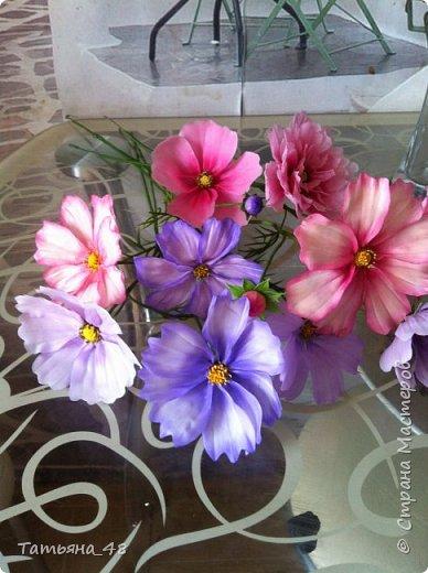 Добрый день, дорогие мастерицы! Выкладываю на ваше обсуждение мои вымученные цветы! Лепила их и занималась самоедством!  Всем была недовольна! И формой и цветом и тд... Но в итого.... понравилось. Фото много..... фото 3