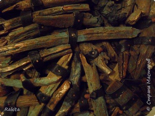 Здравствуйте, сегодня хочу показать панно (driftwood art) из кусочков дерева собранных на пляже, обработанных водой , песком и солнцем  и  полосок натуральной кожи. К основе из фанеры кусочки дерева прикреплены финишными гвоздиками. фото 6