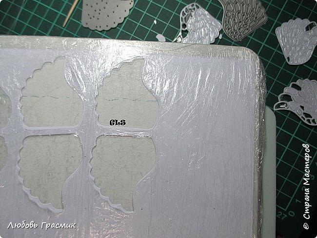 Если очень нужны крылья, много крыльев http://stranamasterov.ru/node/869822 этот совет работает с так называемой мебельной пленкой - она более плотная. Правда покупать трудновато - рулоны большие, у меня в такую были завернуты посылочки,  вот и пригодилась. Будем использовать пищевую, тоненькую фото 2