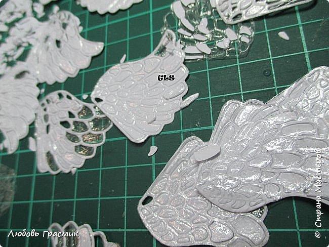 Если очень нужны крылья, много крыльев http://stranamasterov.ru/node/869822 этот совет работает с так называемой мебельной пленкой - она более плотная. Правда покупать трудновато - рулоны большие, у меня в такую были завернуты посылочки,  вот и пригодилась. Будем использовать пищевую, тоненькую фото 4