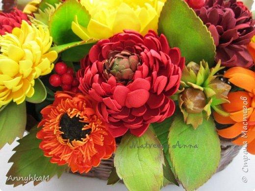 И снова здравствуйте, дорогие мастера и мастерицы! В продолжение осенней темы создалась такая корзиночка цветов. фото 4