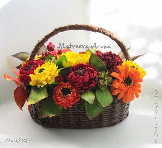И снова здравствуйте, дорогие мастера и мастерицы! В продолжение осенней темы создалась такая корзиночка цветов. фото 1