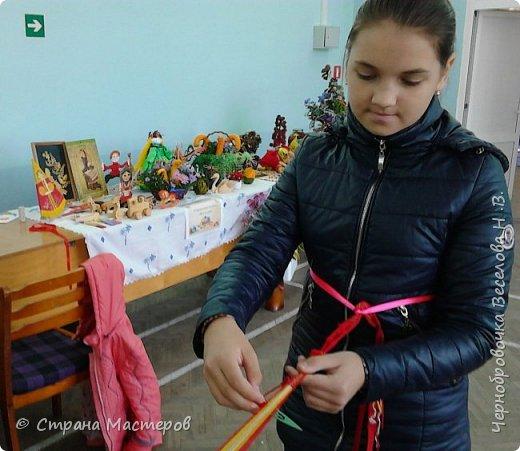 Октябрь выдалсядействительно плодотворным ,так как в этом месяце родились новые идеи в создании берестяных кукол .Вот одну вы видите на выставке посвященной дню села Шигоны (Шигонский район ,Самарская область).Назвала я ее Лесной царевной. фото 7