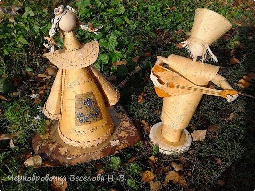 Октябрь выдалсядействительно плодотворным ,так как в этом месяце родились новые идеи в создании берестяных кукол .Вот одну вы видите на выставке посвященной дню села Шигоны (Шигонский район ,Самарская область).Назвала я ее Лесной царевной. фото 9