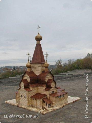 Церковь имела крещатый план, с трех сторон окруженная галереей. Центральная часть церкви увенчивалась высоким рубленым шатром. фото 3