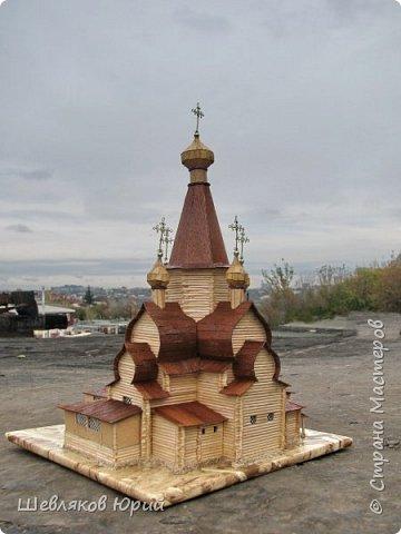 Церковь имела крещатый план, с трех сторон окруженная галереей. Центральная часть церкви увенчивалась высоким рубленым шатром. фото 4