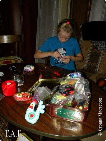 Приезжала в гости племянница Марина. Увидела мои новые поделки и изъявила желание сшить свою елочную игрушку. фото 4