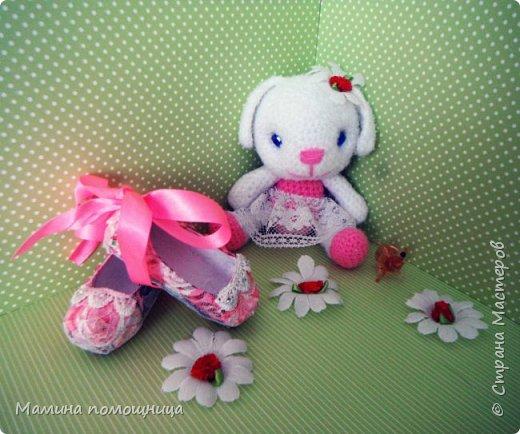 Всем привет! Навязала несколько игрушек на продажу. Оказались дочке моей они очень нужны)). Покажу что связала с ссылками на МК. Лис-художник http://kumutushka.blogspot.ru/2014/10/blog-post.html фото 5