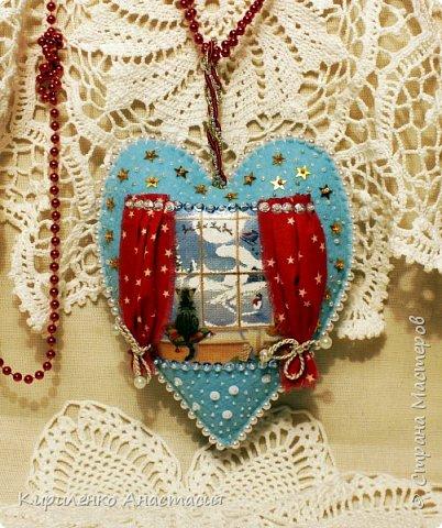 Добрый вечер! Вот такое сердечко сшилось девочке в подарок. Оно украсит интерьер детской комнаты и окунет в атмосферу новогодних праздников.  фото 2