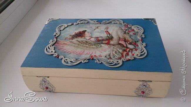"""Здравствуйте!  На конец-то появилось не много времени поделиться с вами своими последними из работ. Это шкатулочка-книжка """"Ангел"""". Сделана на заказ для девочки. Очень приглянулась иллюстрация с Ангелом и птичкой, поэтому захотелось, чтобы такой ангел охранял и оберегал её всю жизнь фото 5"""