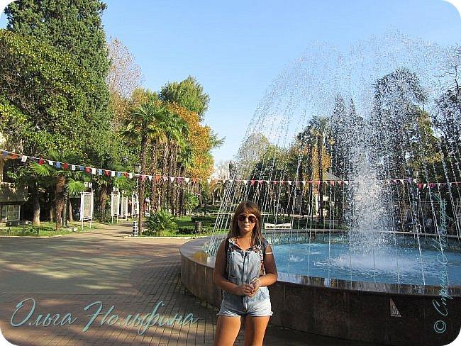 Сегодня мы отдыхали и веселились в Сочинском парке Ривьера. Это центральный вход в парк. фото 14
