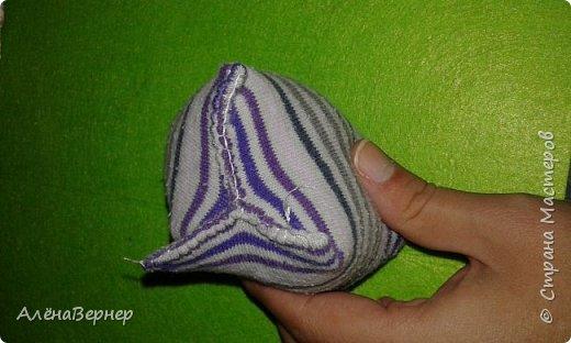 Материал: носок , ножницы, нитки и игла, крупа ( горох и рис), ватин, пуговицы. фото 18