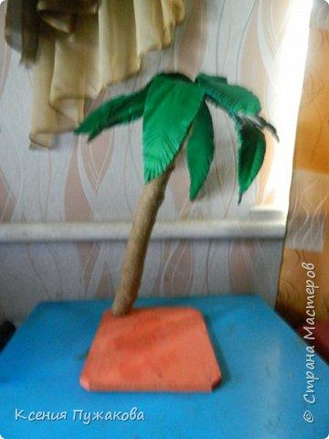 Пальма из бревна и потолочной плитки фото 1