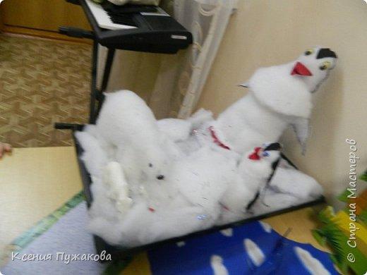Пингвины и белый медведь фото 1