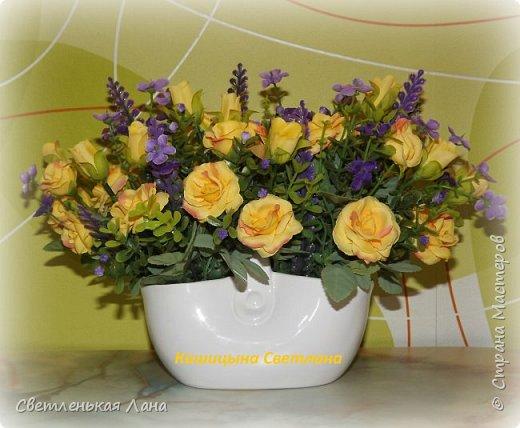 Композиция из роз в керамическом вазоне-сумочке, высота 21 см, длина 30 см фото 3